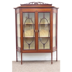 Edwardian inlaid mahogany display cabinet, shaped front with serpentine sides, satinwood banding, on square tapering supports with peg feet W122cm, H