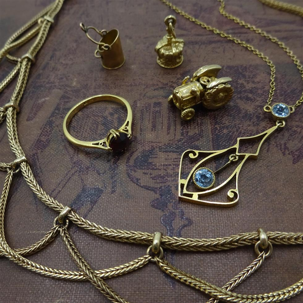 Jewellery, Watches & Silver                                  on 18/10/2019
