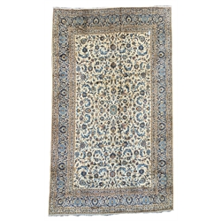 Large Persian Kashan beige carpet, ivory field decorated with trailing foliate, triple guarded border with repeating pattern, 421cm x 295cm