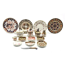 Royal Crown Derby Imari pattern 1128 trinket dish, a pair of similar rectangular trinket dishes, Royal Crown Derby 'Red Aves' pattern rectangular trinket dish, Royal Crown Derby 'Royal Antoinette' pattern plate and a twin handled lidded sugar bowl, Royal Worcester toast rack and other similar items (17)