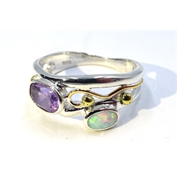 Silver and gold amethyst and opal ring, stamped 925 (MAO1902)