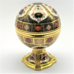 Royal Crown Derby limited edition Millennium globe clock produced for Sinclairs in Imari colours No.652/1000, boxed and with certificate, H19cm