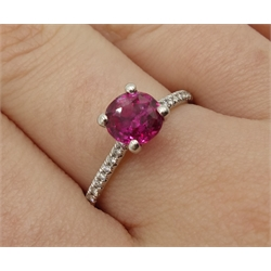 Platinum hot pink round sapphire ring with diamond set shoulders, hallmarked, sapphire approx 1.40 carat (mao2406)