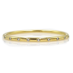 18ct gold hinged bangle set with nine diamonds