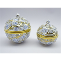 Pair graduating Herend reticulated trinket jars decorated with roses and other flowers with strawberry knop, no. 6214 &amp 6213/ CORB, H10cm