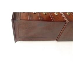Georgian mahogany chest on chest, projecting cornice over two short and six long graduating drawers, on bracket feet, W103cm, H170cm, D53cm