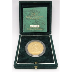United Kingdom 2001 brilliant uncirculated gold five pound coin, cased, with certificate, No. 303/1000