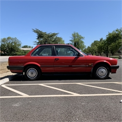 Classic car - 1989 BMW 316i (E30), red: 1596cc manual transmission, registration number F369GKH, VIN number WBAAB12020AA61412: Visible tax disk issued 04/01, 14096 miles displayed, no Log Book, two keys, not currently running