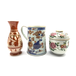 19th/ early 20th century Chinese Imari tankard H15.5cm, 19th century Chinese jar and cover decorated with peonies and a Japanese Kutani vase (3)